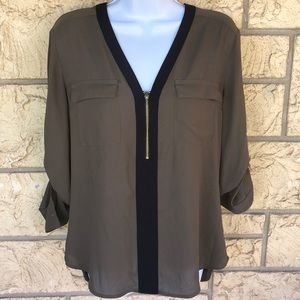 Express convertible sleeve V cut Blouse Size M